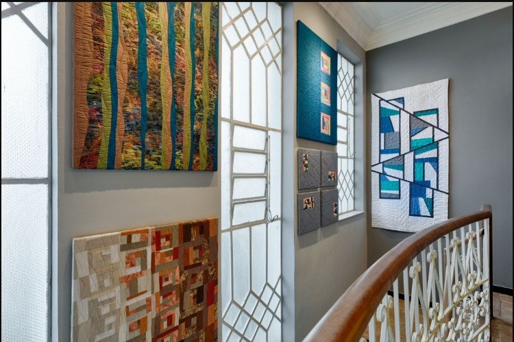 Galeria de arte textil por Liliane Coelho para MorarMais BH com foto de gustavo xavier