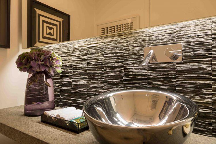 lavabo no apartamento assinado por Denise Barretto