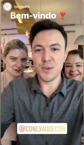 O arquiteto Fabiano Ravaglia com a equipe do portal de decoração Conexão Décor. Celina Mello Franco e Liliane Abreu