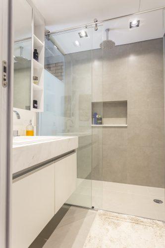 banheiro do loft masculino assinado por Korman Arquitetos