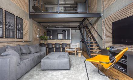 Modernidade e cores sóbrias no Loft masculino, de Korman Arquitetos