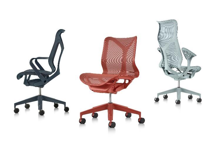 O nome da nova cadeira da Herman Miller - COSM - é uma referência ao cosmo, já que ela conta com tecnologia e ergonomia que prometem fazer o usuário esquecer a gravidade por proporcionar uma sensação de leveza extrema. Modelos e cores da cadeira. Preta , vermelha e cinza. Com braço e sem braço.
