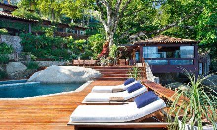 A paisagista Anna Luiza Rothier é quem assina o projeto paisagístico desta casa de veraneio em Angra dos Reis