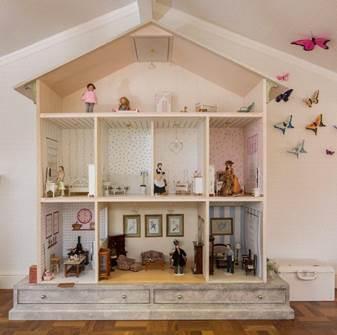 Projeto infantil reproduz perfeitamente, em miniatura, a clássica fazenda da família. Casinha de boneca.