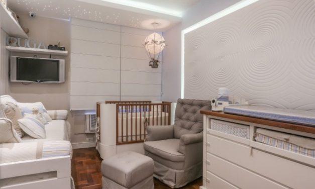 Decoração de quarto de bebê com paredes cinza