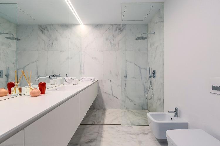 Apartamento em Lisboa com projeto de interiores assinado por GABRIELA ELOY e CAROLINA FREITAS, com a arquiteta local PAULA ENGEL (19)