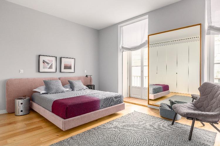 Apartamento em Lisboa com projeto de interiores assinado por GABRIELA ELOY e CAROLINA FREITAS, quarto rosa tendencias 2019