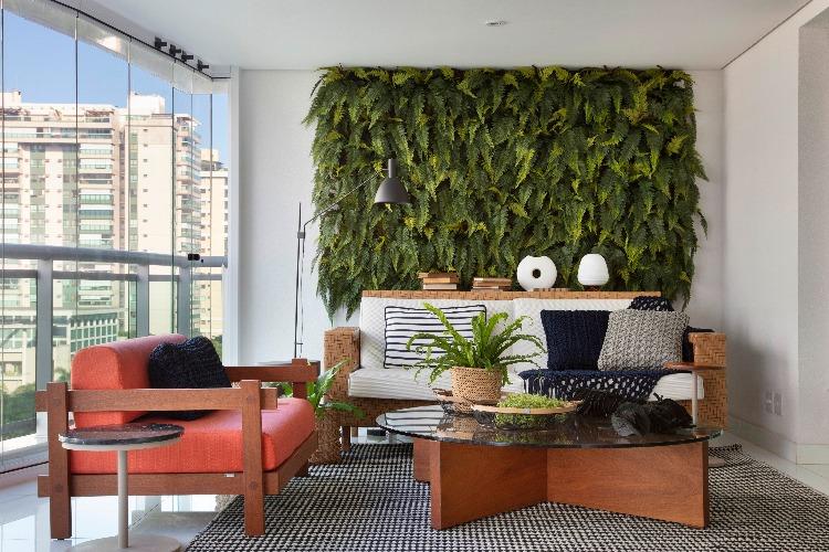 varanda com parede verde no projeto de Jacira Pinheiro