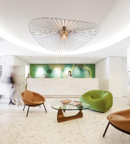 Foto-da-recepção-do-Hotel-Emiliano-da-Avenida-Atlântica-_-livro-STUDIO-ARTHUR-CASAS-1.jpg