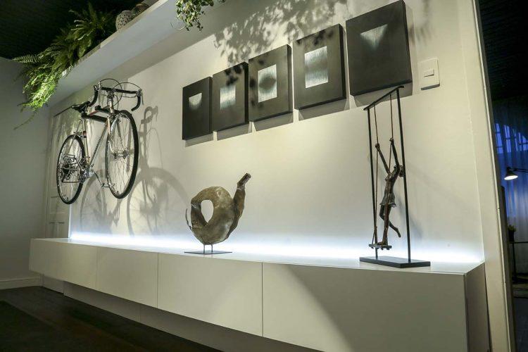 Hall do Ciclista por Carina Manke com produtos Arauco para Mostra Sul Blumenau