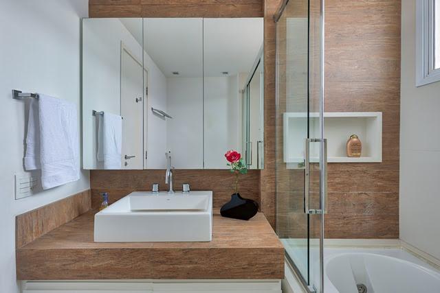 banheiro com banheira de hidromassagem no projeto de nicole finkel