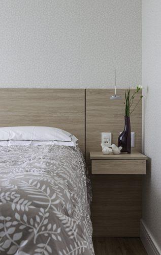 cama de casal no apartamento de Cristiane Schiavoni