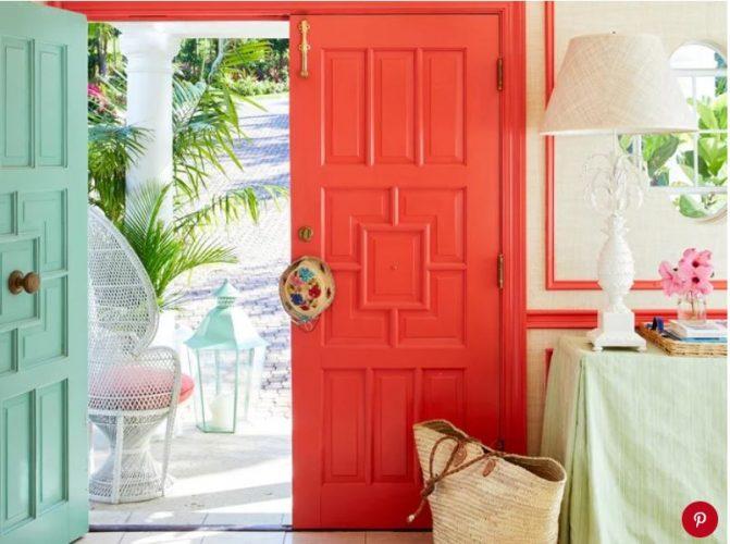 Porta pintada em living coral
