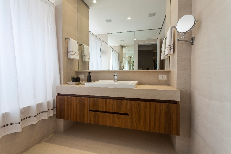 banheiro do casal assinado por Lucianne Korn