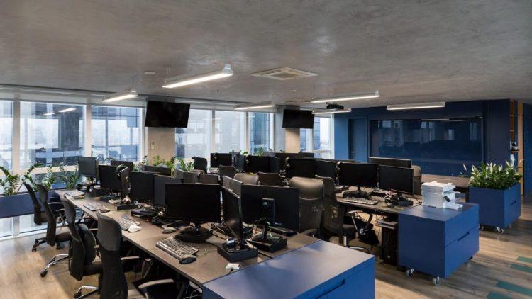 Sala de trabalho da GuiaInvest assinado por Mundstock Arquitetura