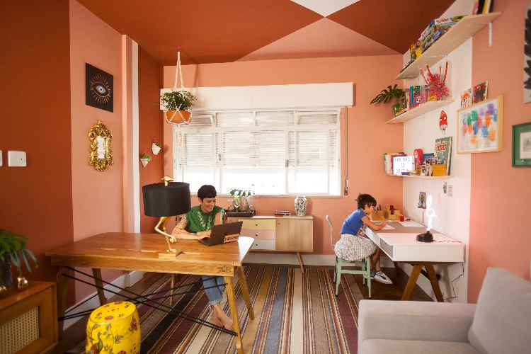 sala pintada em tons de pessego parapara a parceria da Westwing com Suvinil