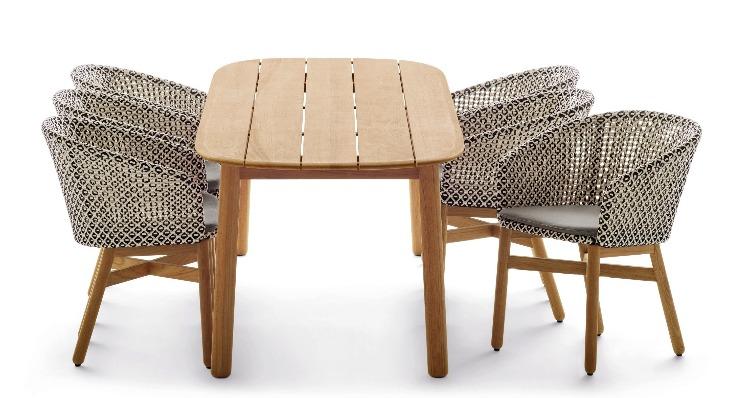 ampliação da linha Mbrace, que passou a incluir cadeiras e mesa Mbrace em madeira teka