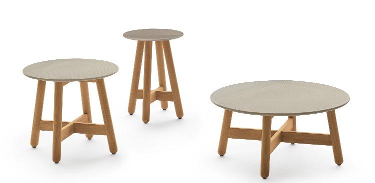 mesa de centro e laterais em madeira teka assinada por Sebastian Heckner para Collectania