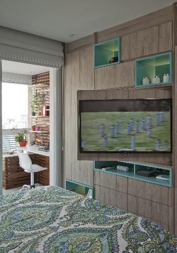 tv com painel movel no apartamento assinado por Andrade Mello e fotos de Luis gomes