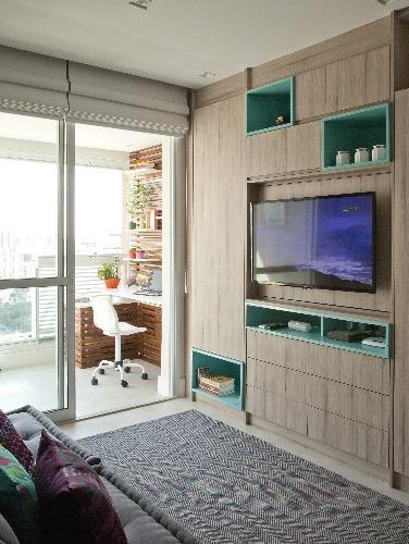 sala e varanda integradas no apartamento assinado por Andrade Mello Arquitetura