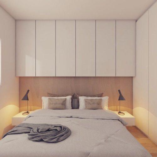 Parede com armário superiores em toda a extensão,e cama embaixo .