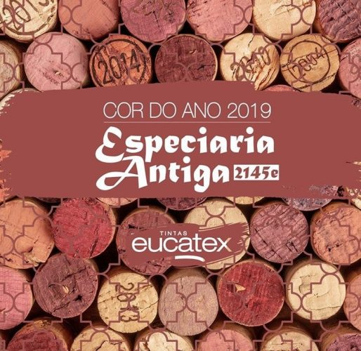Cor do ano de 2019 das Tintas Eucatex, Especiaria Antiga. Fundo de rolhas rosadas no anuncio.