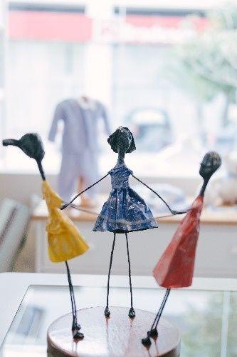 escultura infantil brincando de roda