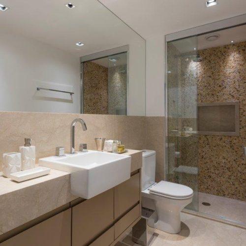 banheiro do quarto do casal no projeto de Patricia Pasquini