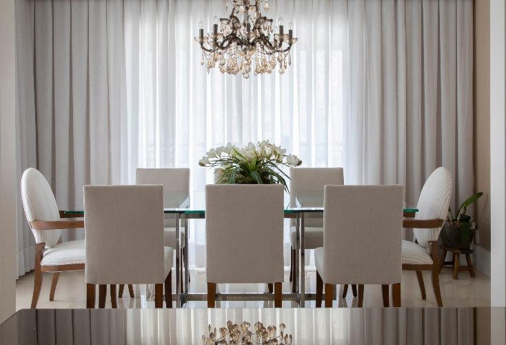 sala de jantar monocromatica