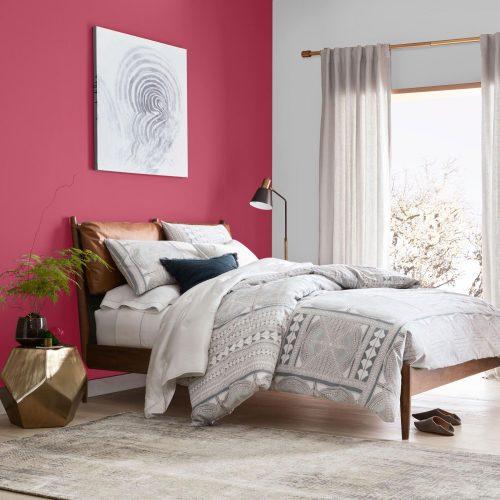 cama com parede pintada de rosa sedução da Sherwin Williams
