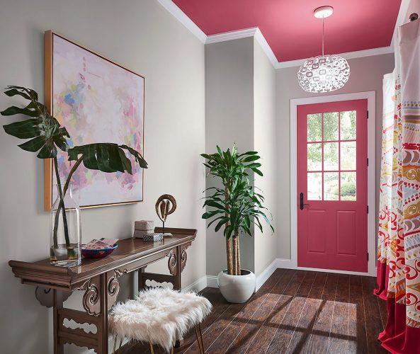 Porta de entrada pintada com rosa sedução da Sherwin Williams