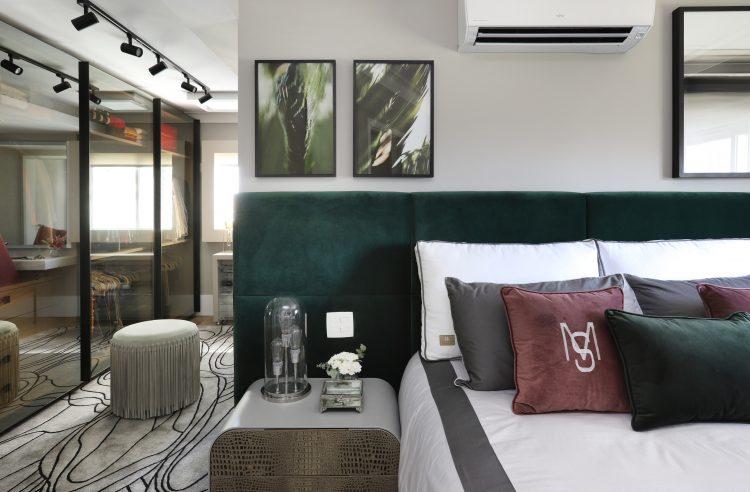 Spaço Interior assina projeto da casa nova da influenciadora Mari Saad. Suite Casal com cabeceira alta.