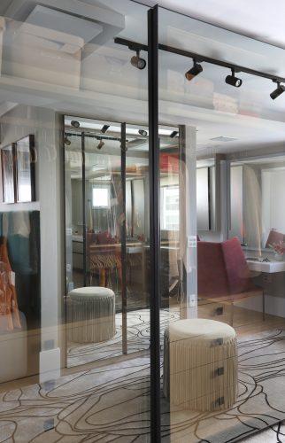 Spaço Interior assina projeto da casa nova da influenciadora Mari Saad. Closet integrado.