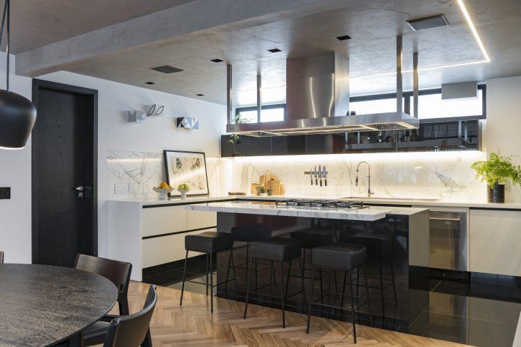 cozinha aberta no projeto de Consuelo Jorge