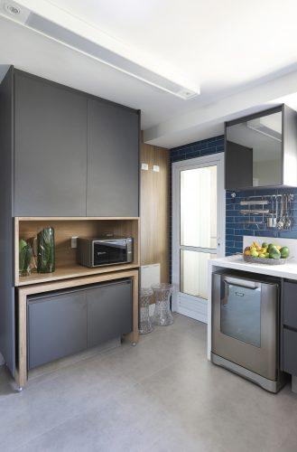 Spaço Interior assina projeto da casa nova da influenciadora Mari Saad. Cozinha em tom de azul
