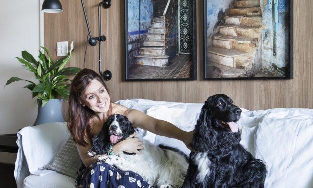A arquiteta e paisagista Carmen Mouro abre seu apartamento