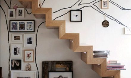 Decorando a parede da escada.