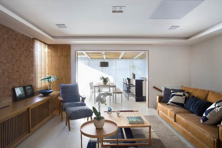 family room integrado a varanda gourmet assinada por Carmen Zaccaro