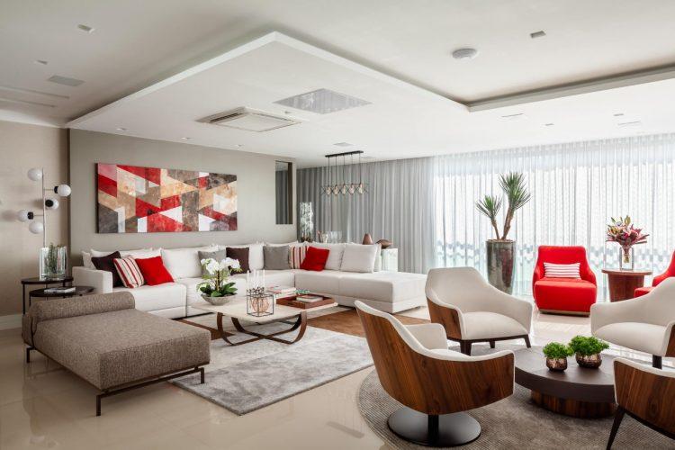 Sala decorada com vermelho, cinza e preto.