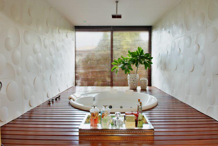Banheiro da suite assinada por Marlon Gama