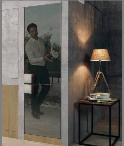 A nova coleção de eletrodomésticos da Gorenje foi desenhada por um dos designers mais originais da atualidade, reconhecido em todo o mundo, Philippe Starck.  Refrigerador com portas espelhadas.
