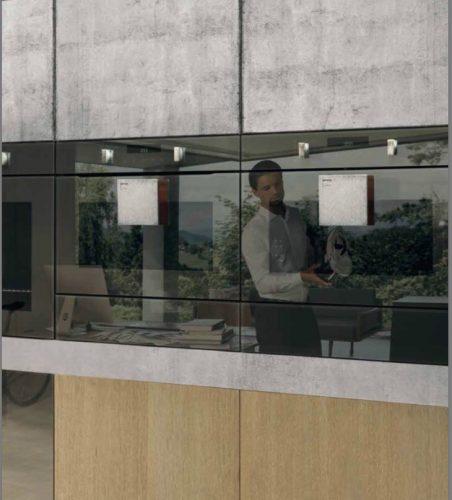 A nova coleção de eletrodomésticos da Gorenje foi desenhada por um dos designers mais originais da atualidade, reconhecido em todo o mundo, Philippe Starck.  Forno e forno de microondas embitidos com porta espelhada.