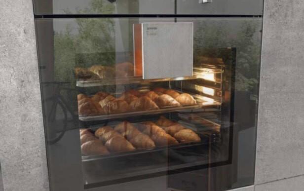 A nova coleção de eletrodomésticos da Gorenje foi desenhada por um dos designers mais originais da atualidade, reconhecido em todo o mundo, Philippe Starck.  Forno e forno de microondas com porta espelhada e puxador em aço inox.