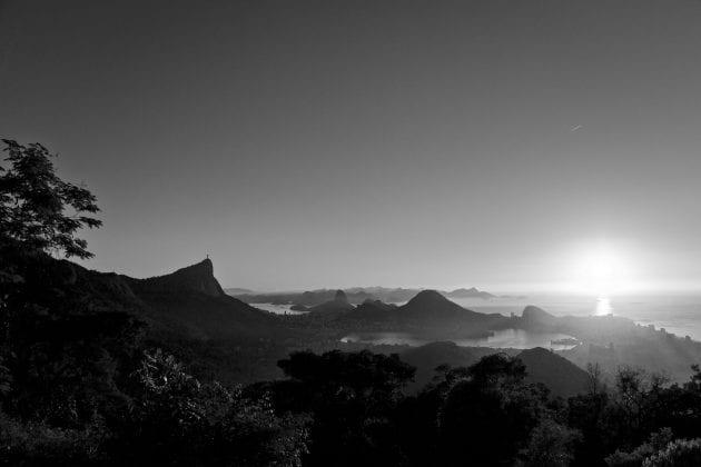 RIO - A Cidade Maravilhosa por outros ângulos, livro de Rafael Duarte. Foto do amanhecer na Vista Chinesa.