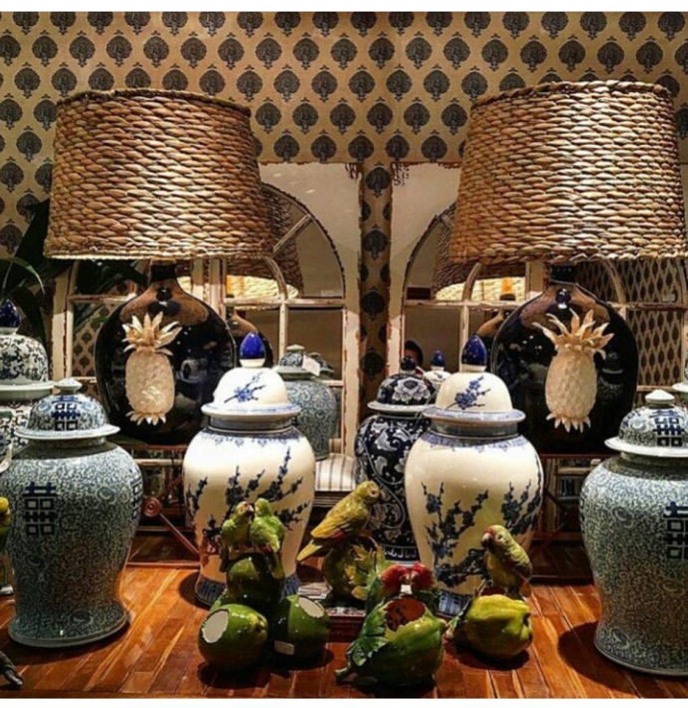 Outlets de decoração, interior da loja Roberto Chaim. potes e objetos de decoração.