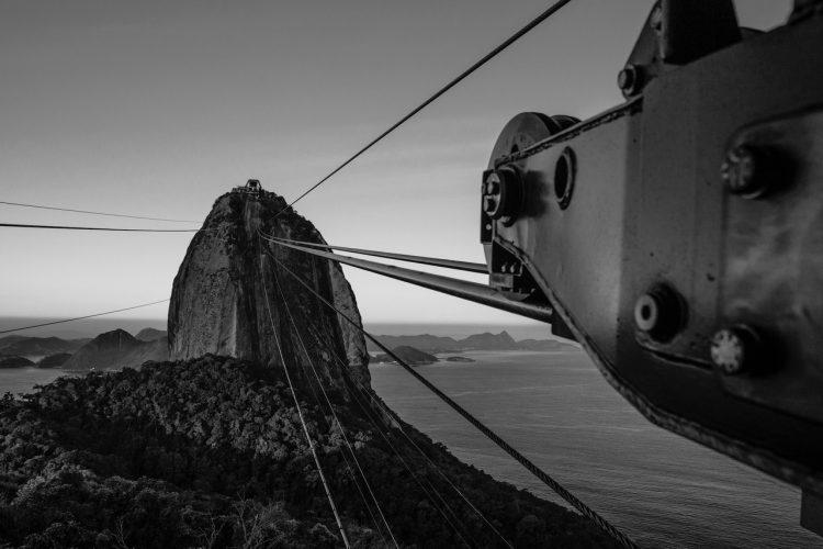 RIO - A Cidade Maravilhosa por outros ângulos, livro de Rafael Duarte. Foto dos cabos do Pão de Açúcar.