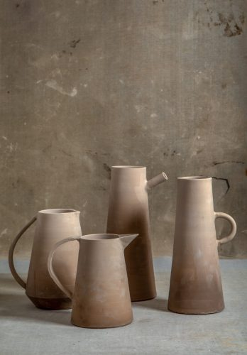 O tempo da cerâmica', livro de uma das mais requisitadas ceramistas do país, Denise Stewart. Jarras