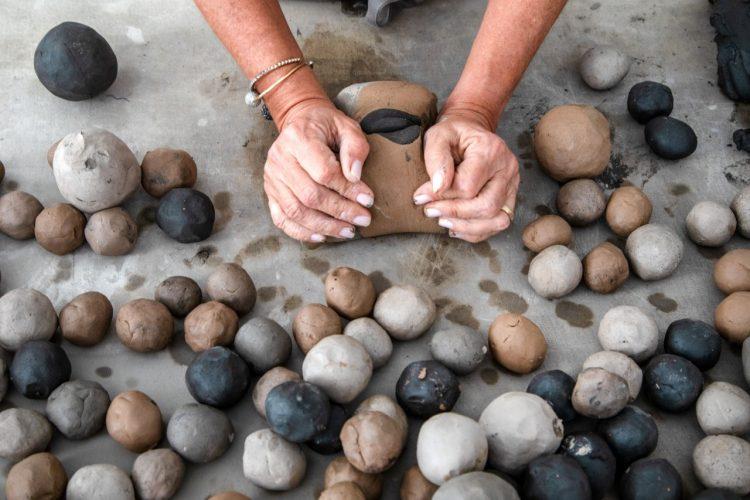 O tempo da cerâmica', livro de uma das mais requisitadas ceramistas do país, Denise Stewart.