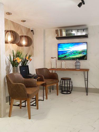 Um apartamento todo decorado com soluções completas na Amoedo Design.