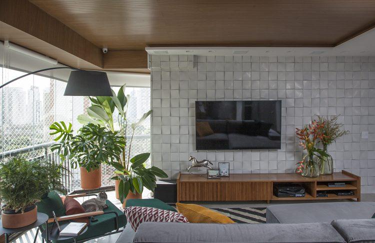 Reforma em um apartamento construído na década de 1980, VARANDA INTEGRADA